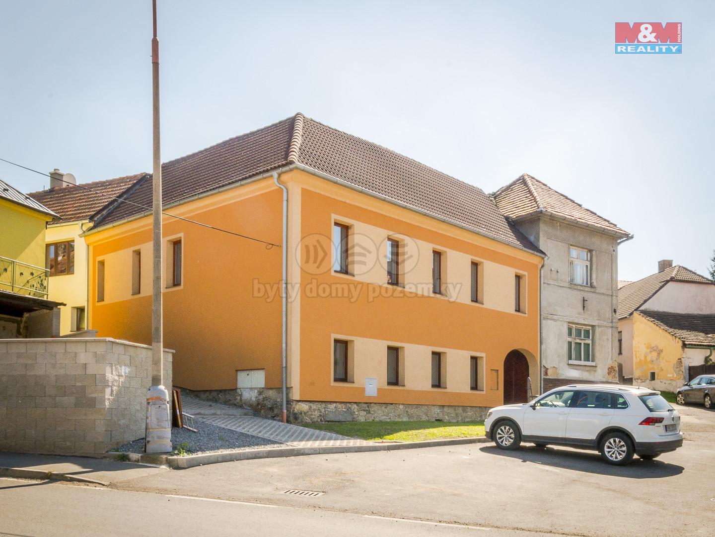 Prodej, rodinný dům 7+2kk, 396 m2, Lochovice