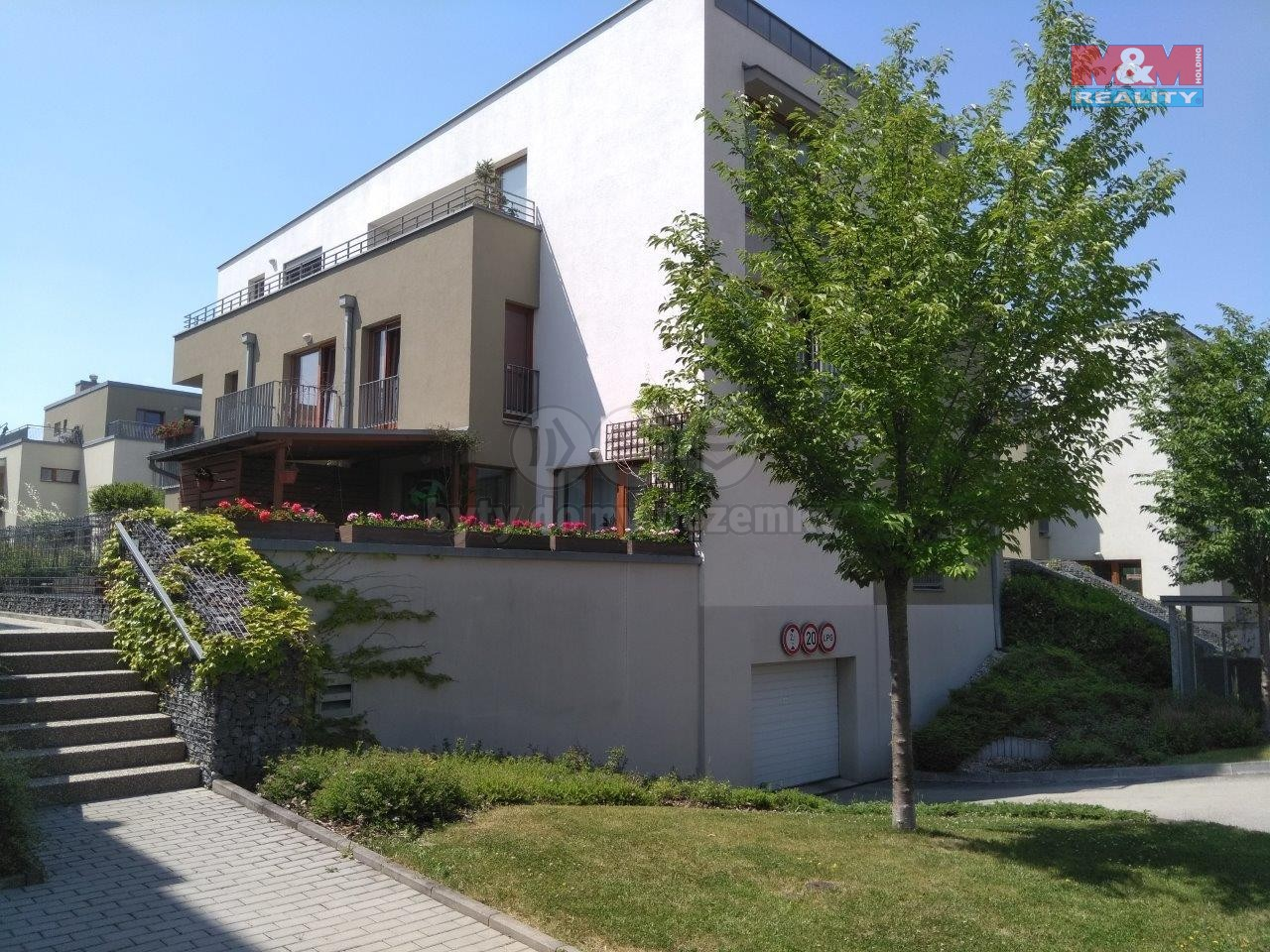 Pronájem, 2+kk, garáž, předzahrádka 55+80 m²,Neužilova
