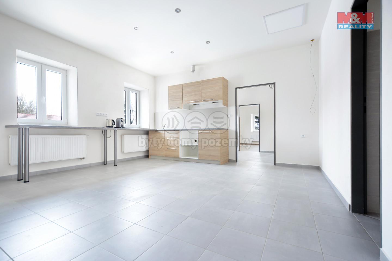 Pronájem ubytovacího prostoru, 300 m², Okna