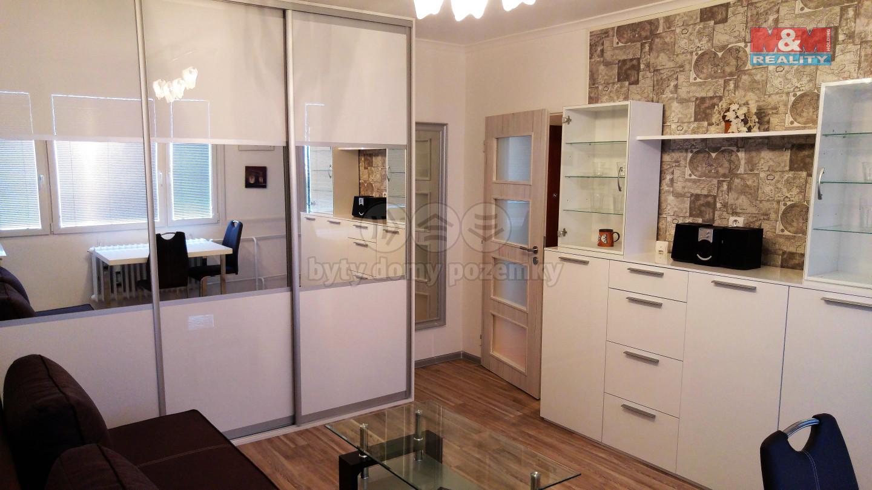 Pokoj.1.jpg (Pronájem bytu 1+kk, 33 m², Praha, ul. Veltruská), foto 1/8