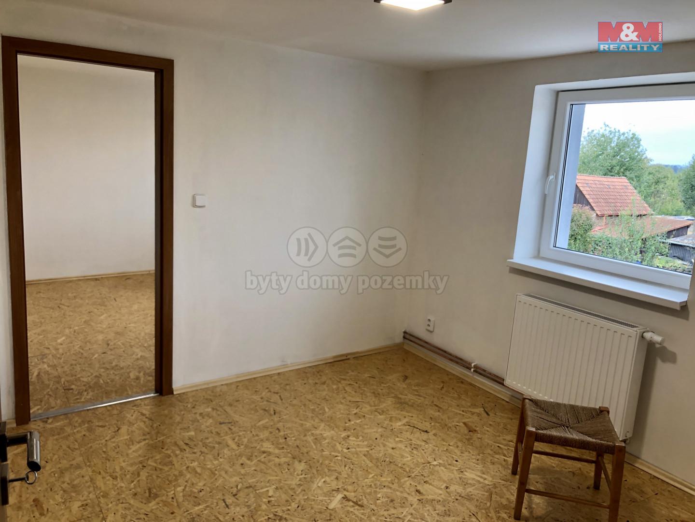 Pokoje v podkroví - 9x lakovaná podlaha