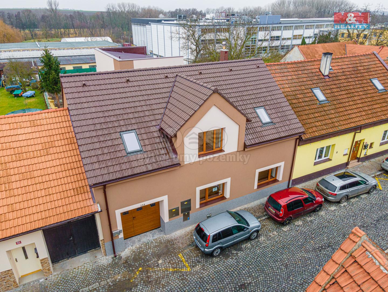 Prodej domu a ateliéru v Byšicích, 331 m2, ul. Mělnická