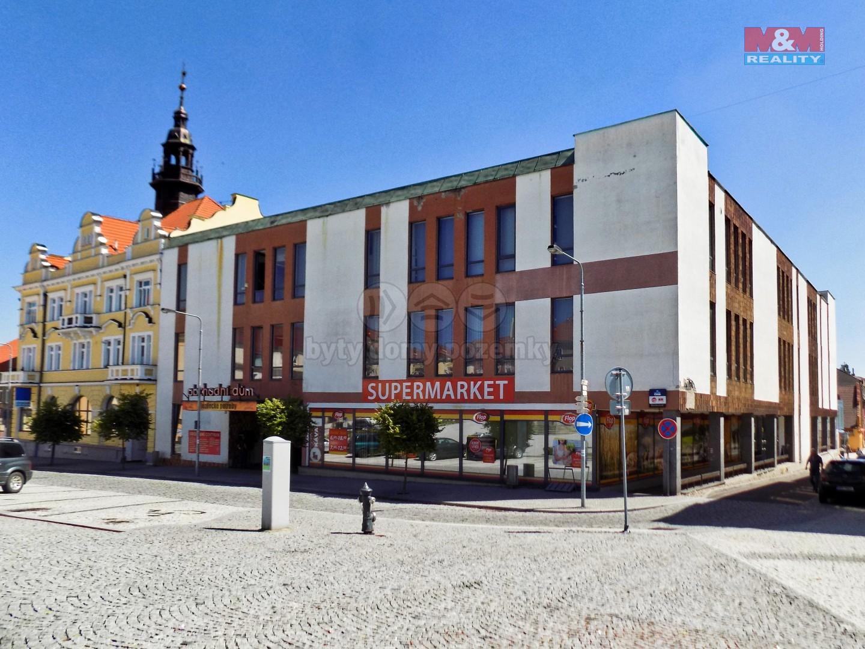 Prodej obchodního objektu, 5880 m², Votice, Komenského nám.
