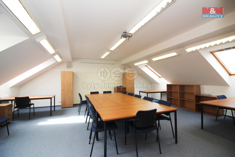 Pronájem kanceláře 49 m2, Ohradské nám. Praha 5 - Stodůlky