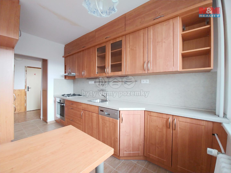 další pohled kuchyň