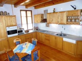 P1220300 (Prodej, rodinný dům 8+2, 320 m2, Dačice - ul. Soustružnická), foto 2/29