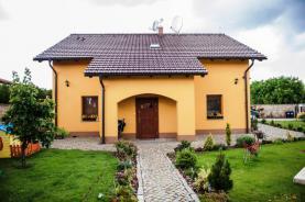 Prodej, rodinný dům 5+1, 923 m2, Bášť