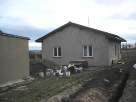 House, Praha-východ, Bašť