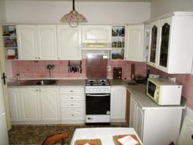 Prodej, rodinný dům 6+2, 1624 m², Želešice