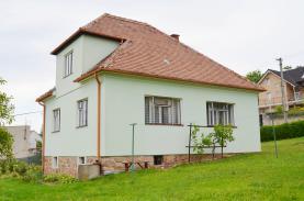 Prodej, rodinný dům 3+1, 1300 m2, Hradčany