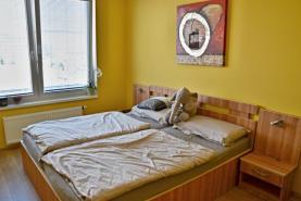 ložnice (Pronájem, byt 2+kk, 55 m2, Praha 9, ul. Nademlejnská), foto 4/15