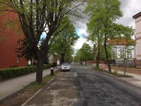 ulice u domu (Prodej, byt 3+1, 77 m2, OV, Žatec, ul. Jaroslava Vrchlického), foto 4/16