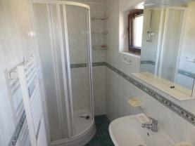 Koupelna (Prodej, chata 4+1, 921 m2, Malý Chlumec), foto 3/33