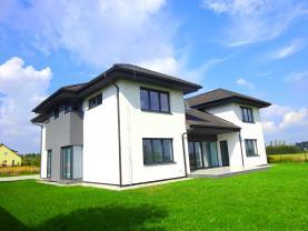 Prodej, rodinný dům,13+1, 1431 m2, Šestajovice