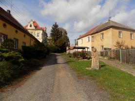 okolí domu (Prodej, rodinný dům, 2842 m2, Kvílice), foto 4/16