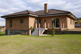 Prodej, rodinný dům 4+1+G, 1221 m2, Litohlavy