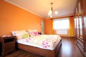 ložnice s lodžií (Prodej, rodinný dům, Neumětely, ul. V Chaloupkách), foto 4/30