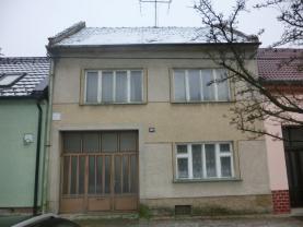 Prodej, rodinný dům 7+1, Hluk
