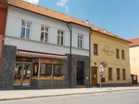 Prodej, bytový dům + pension, Blovice, Masarykovo náměstí.