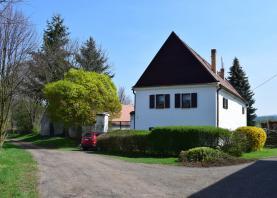 pohled na dům  (Prodej, rodinný dům, Holedeček, 1 586 m2, okr. Louny), foto 2/43
