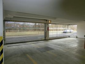 výjezd z parkovacích prostor (Prodej, garáž, Liberec, ul. Hedvábná), foto 2/3