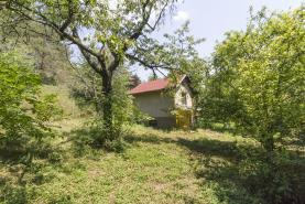 Pohled chata od jiho-západ (Prodej, zahrada, 994 m2, Praha 6 - Lysolaje), foto 2/11