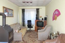 obývací pokoj (Prodej, rodinný dům, 700 m2, Lužec - Vroutek), foto 3/26