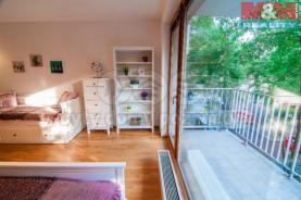 Obývací pokoj s kuchyňským a pohled na terasu (Prodej, byt 1+kk, 44 m2, OV, Praha 3 - Rezidence Vítkov), foto 3/16