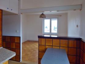 kuchyňský kout je oddělený od obývacího pokoje (Prodej, byt 2+kk, 50 m2, DB, Roudnice nad Labem, ul. Čechová)