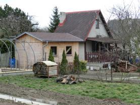Prodej, zahrada se zděnou chatou Štětí