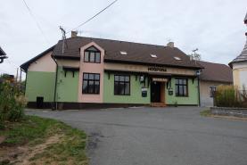 Rodinný dům s komerčním prostorem, 445 m2, Počepice