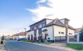 Prodej, Dům k podnikání, 504 m2, byt 7+1, Chrást