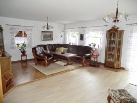 Obývací pokoj první byt (Prodej, rodinný dům 7+2, 302 m2, Kadaň, ul. Třešňová), foto 2/44