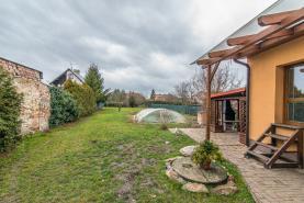 Zahrada s pergolou a krytým bazénem (Prodej, rodinný dům,1066 m2, Sadská)