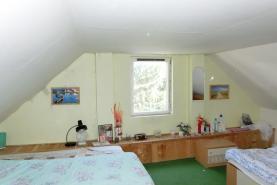 Pokoj v patře (Prodej, chalupa, 700 m2, Lužec - Vroutek), foto 4/26