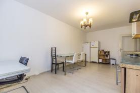 (Prodej, byt 3+1, 68 m2, Praha 8, ul. Chabařovická), foto 3/17