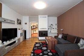 Prodej, rodinný dům s garáží, 351 m2, Kravaře v Čechách