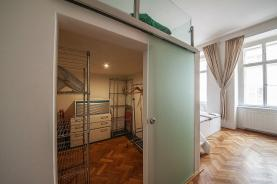 Šatna (Prodej, byt 2+kk, 68 m2, Praha 1, ul. Ve Smečkách), foto 4/8
