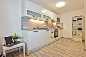 Prodej, byt 2+kk, zahrada 89 m2, Praha - Čimice