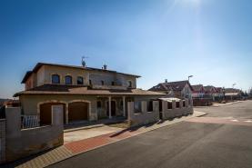 Prodej, rodinný dům 7+1, 460 m2, Bašť, ul. Hovorčovická