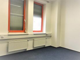 (Pronájem, kancelářské prostory, 77 m2, Zlín)