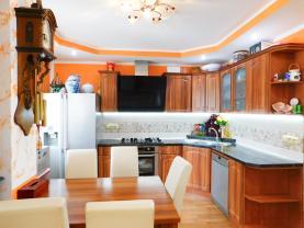 Prodej, rodinný dům, 364 m2, Tovačov, ul. Zvolenov