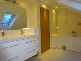 Koupelna v patře (Prodej, byt 5+1, 161 m2, Rožnov pod Radhoštěm , ul. 1. máje), foto 2/21