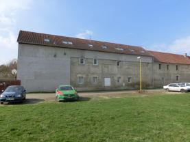 pohled ze dvora 1.1 (Prodej, byt 2kk, III.NP, 50 m2, OV, Brozany nad Ohří), foto 4/8