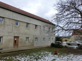 Pohled ze dvora 1.1 (Prodej, byt 3kk, III.NP, 65 m2, OV, Brozany nad Ohří), foto 3/11