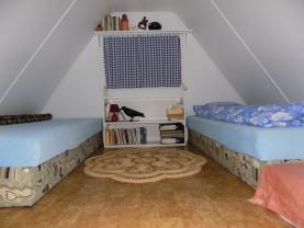 podkrovní spaní (Prodej, chata, Dolní Zálezly), foto 3/15