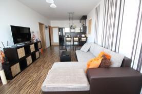 Obývací pokoj (Prodej, byt 2+kk, 58 m², OV, Praha 9 - Prosek), foto 3/15