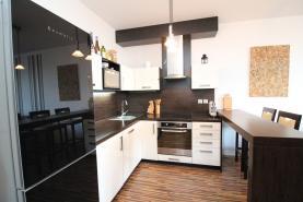 Kuchyňský kout (Prodej, byt 2+kk, 58 m², OV, Praha 9 - Prosek), foto 2/15