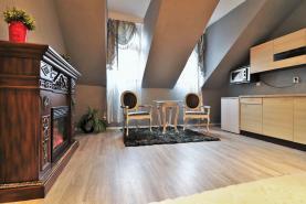 (Prodej, byt 1+kk, 32 m2, Karlovy Vary, ul. Svahová), foto 2/19