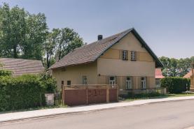 Prodej, rodinný dům 3+1, 1589 m2, Moravany - Čeradice
